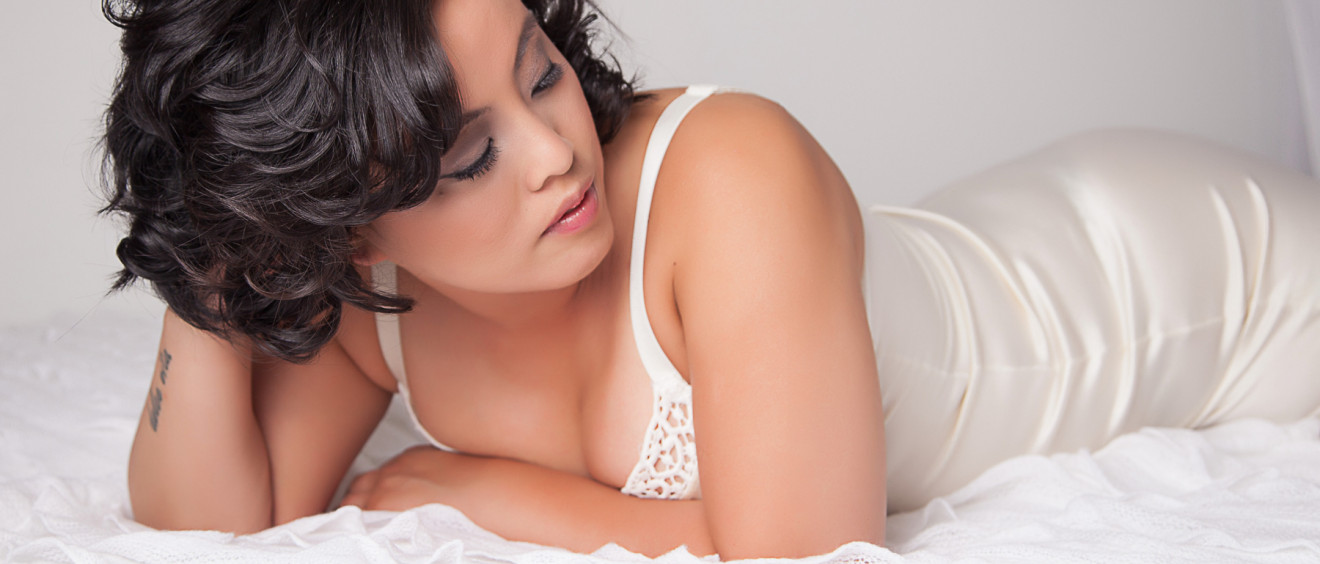 bedroom photography in lingerie