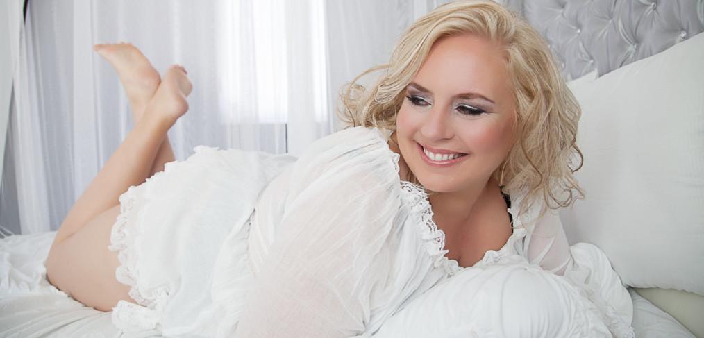 boudoir photo of plus size women