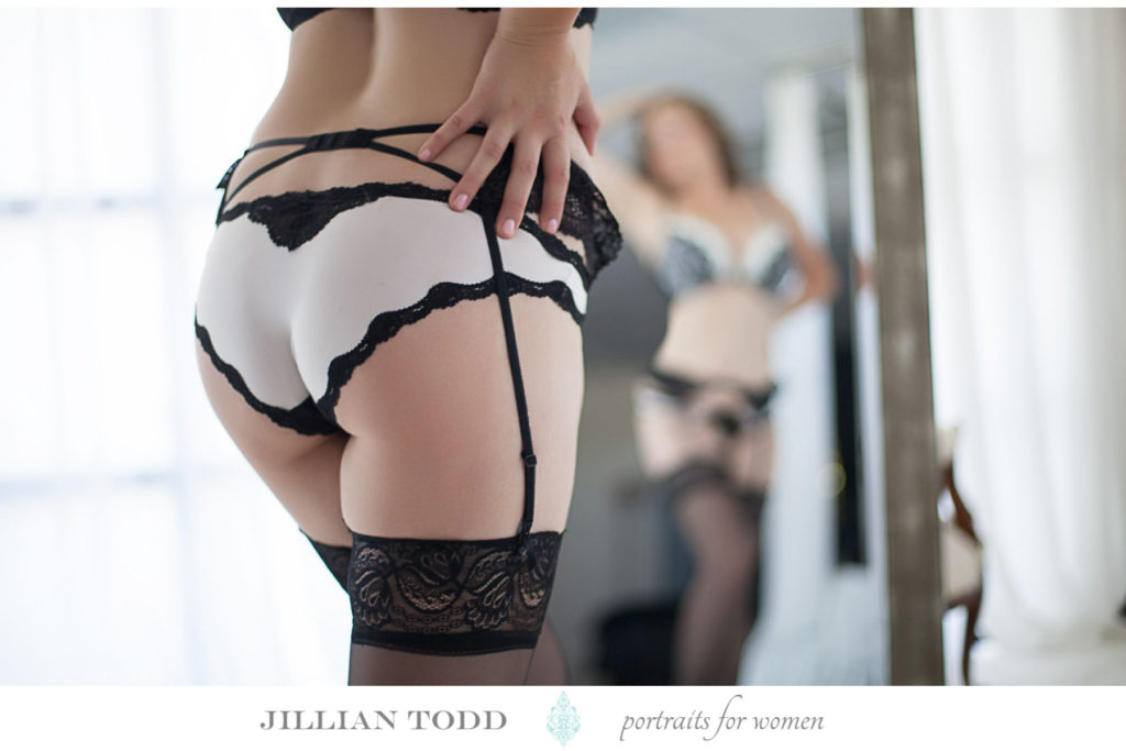intimate-photography-in-mirror