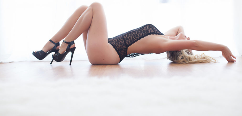 sacramento-boudoir-photography-floor-pose