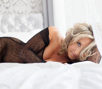 nude mature female boudoir photography