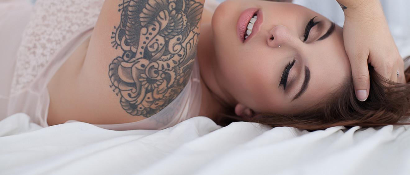 sexy plus size boudoir pictures