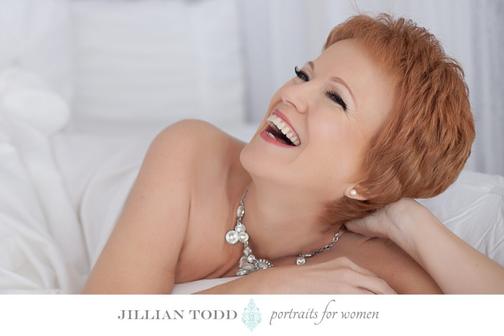 boudoir-photo-shoot-in-the-sheets-joy