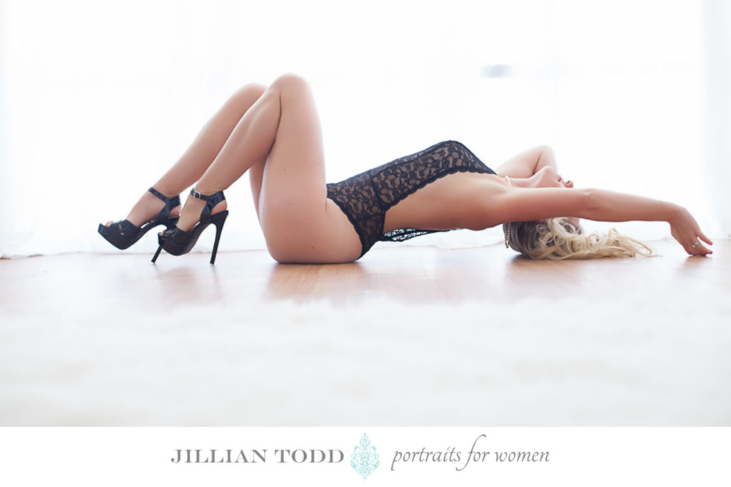 sacramento-boudoir-photography-floor-pose